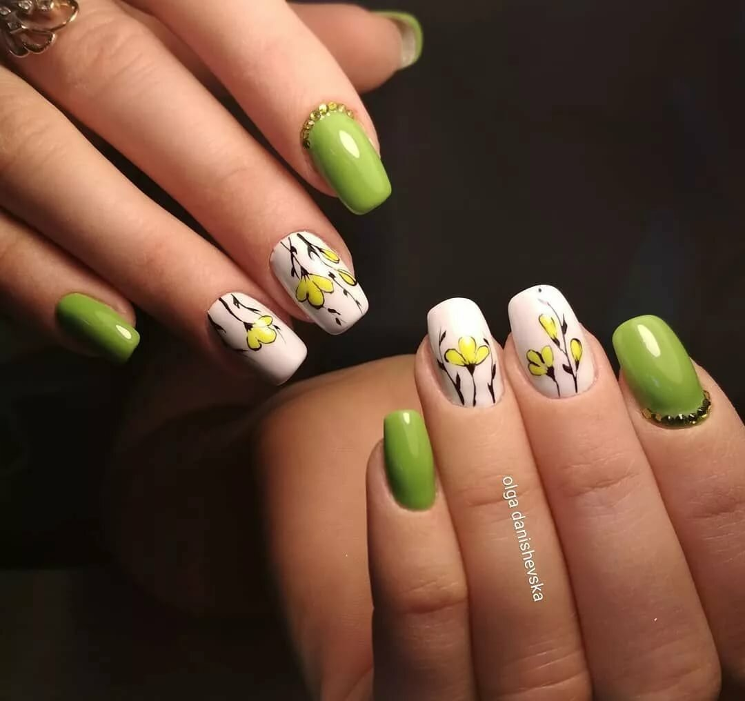 фото весенних ногтей зеленого цвета